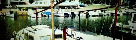 Barcos amarrados en el muelle de Portopetro
