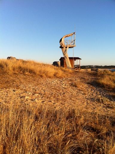 Torre de vigilancia de la playa de Vilar en Corrubedo