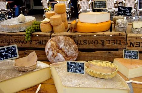 quesos en el mercado de Beaune