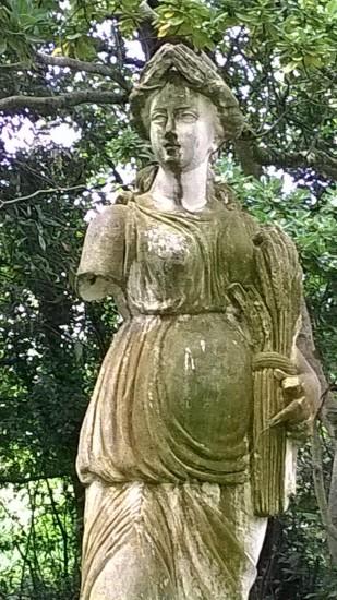 Estatua en el botánico de Gijón