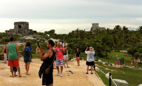 Visitantes a las ruinas de Tulum