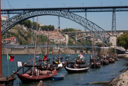 Los Ravelos con el puente Luiz I al fondo