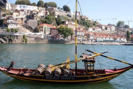 Vista del cais de Gaia, donde están las bodegas de Oporto