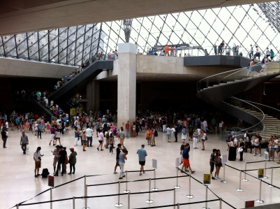Vestíbulo del Louvre bajo la Pirámide de Vidrio