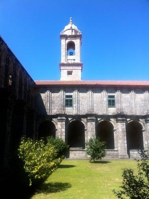 Claustro del monasterio de Santa María de Armenteira