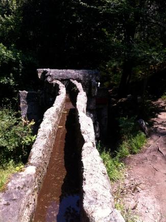 Canalizaciones de agua del antiguo aserradero
