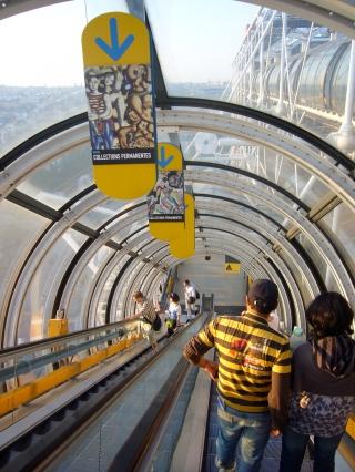 Las famosas escaleras mecánicas del Centro Pompidou.