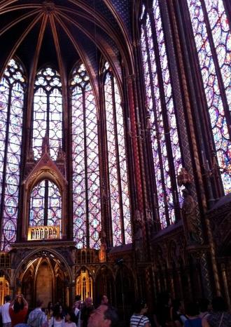 Interior de la Sainte Chapelle en París