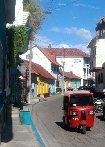 Tuc Tuc por las calles de Flores en Guatemala