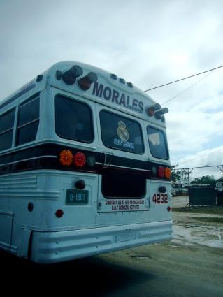 """2015 Soy Madrid"""" Trasera de un autobús beliceño aunque por su aficción alos merengues bien podría ser guatemalteco"""