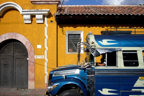 chicken bus en Antigua (Guatemala)