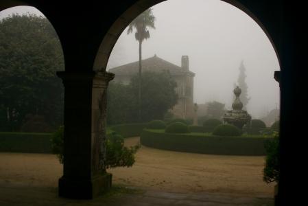 Patio del central del pazo , desde el zaguán de entrada.