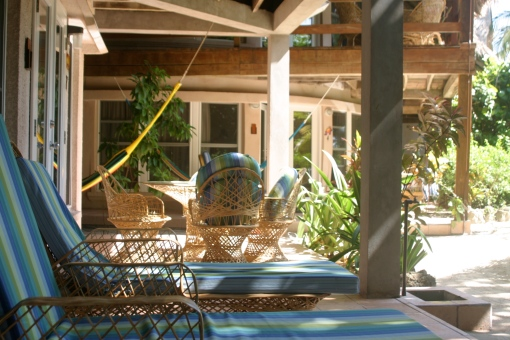 porche de los apartamentos del xanadú island resort en san pedro belice