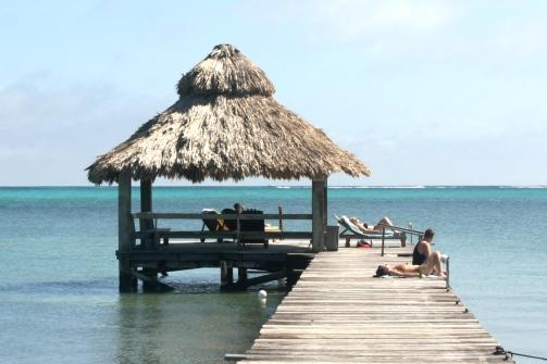 palapa y muelle del xanadú island resort en san pedro belice