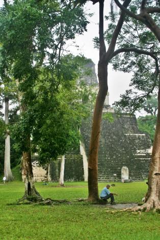 Templo II en la Gran Plaza de Tikal