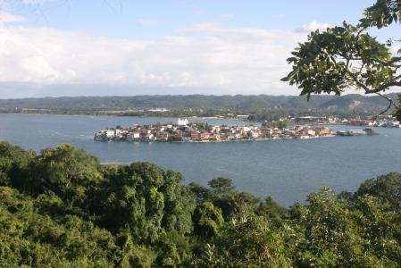 Isla de Flores vista desde el mirador del Rey Canek