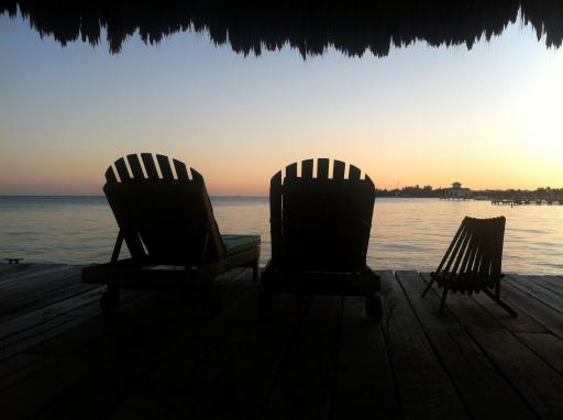 Puesta de sol desde el muelle del xanadu island resort en san pedro belice
