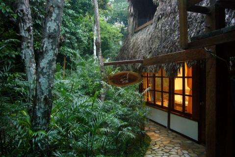 Posada del cerro en el Remate a orillas del lago Petén Itzá