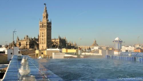 Jacuzzi de la azotea de Aires Baños Árabes: relax con vistas de lujo