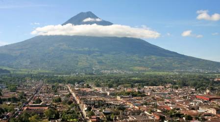 La ciudad de Antigua Guatemala desde el mirador del Cerro de la Cruz