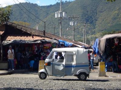 Tuc Tuc en el mercado de Antigua Guatemala