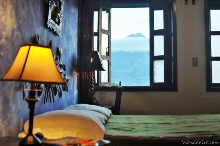 habitación con vistas del hotel casa cristina en Antigua Guatemala