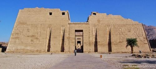 Exterior del templo de Medinet Habú