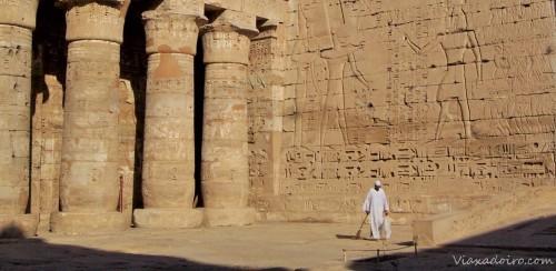 Templo de Medinet Habú en Luxor, un templo inexplicablemente poco visitado donde vimos algunos de los mejores grabados y policromías de todo el viaje