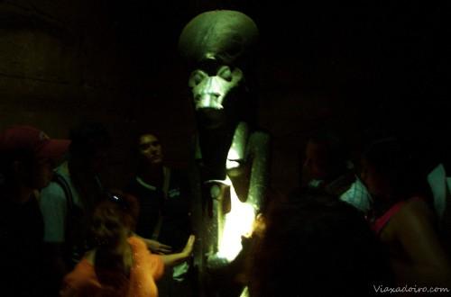La misteriosa diosa Shekmet y el grupo absorviendo su poder