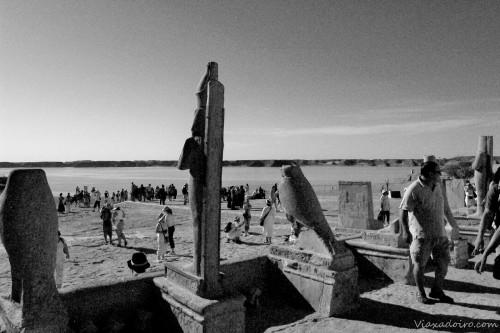 Entorno de los templos en Abú Simbel y el nivel actual del agua una