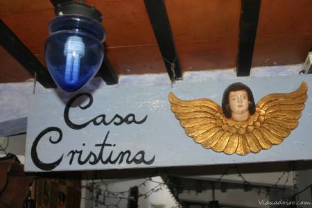 Angel protector a la entrada del hotel Casa Cristina de Antigua Guatemala