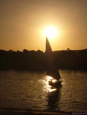 Faluca navegando en el Nilo
