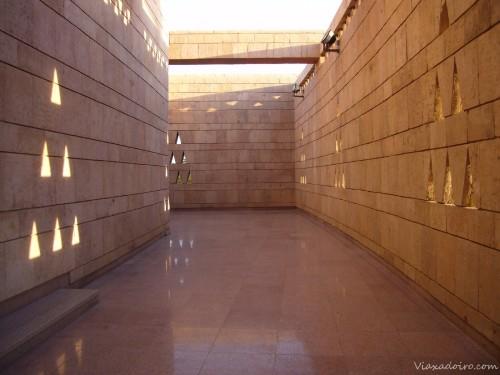 Galerías de acceso al museo nubio en Aswan