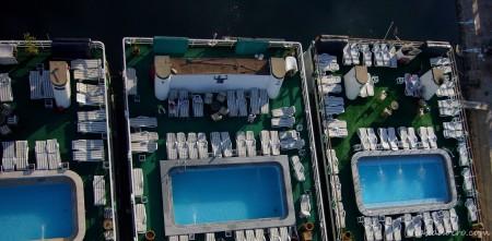 Barcos de turistas vistos desde el globo ¿veis lo bajo que volamos?