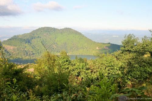 La Laguna de Calderas vista desde una de las paradas de la subida