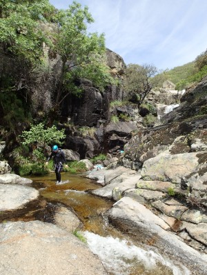 Descendiendo la garganta de Papuos en el valle del Jerte