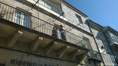 """Compañeras bloggers de GaliciaTB en el Balcón del alojamiento """"As Casiñas"""" en la Plaza Mayor de Ribadavia"""
