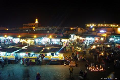 La plaza Jemma el Fna (asamblea de los muertos, significa el alegre nombre) de Marrakech