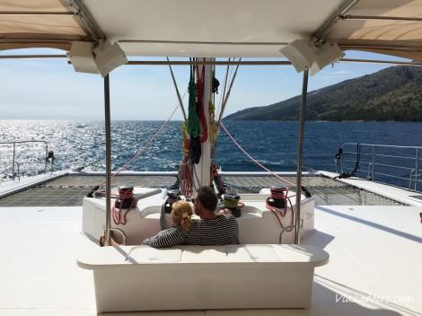 Navegando por el Adriático desde Split en un catamarán a vela